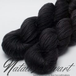"100 gr / 800 m Superwash Merino / Silk / Yak Yarn - Solid Color ""Black"""