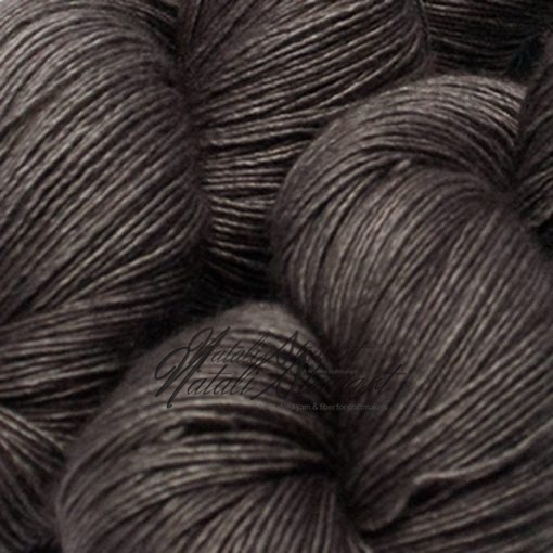 "120 gr / 480 m Superwash Merino / Silk / Yak Yarn - Solid Color ""Driftwood"""