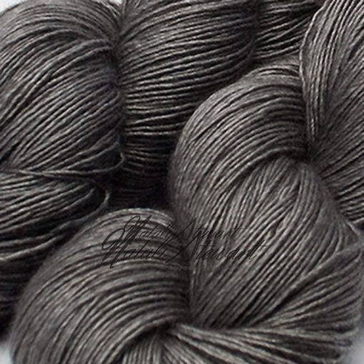"120 gr / 480 m Superwash Merino / Silk / Yak Yarn - Solid Color ""Steel"""